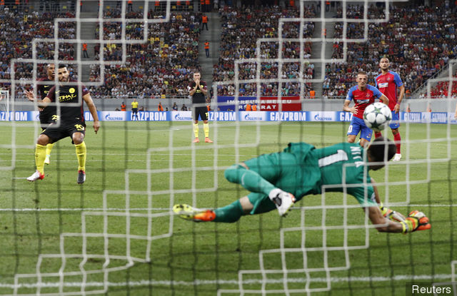 manchester_citys_sergio_aguero_has_his_penalty_saved_by_steaua_b_278983.jpg